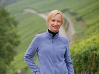 Sandra Sauer in den Weinbergen der Silvaner Heimat Franken